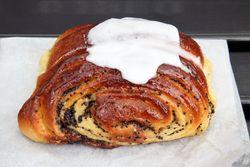 Poppy-seed bun, Morris Park Bake Shop, Morris Park, Bronx
