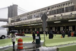 New Amsterdam Market on its first day (December 16, 2007), South Street, Manhattan