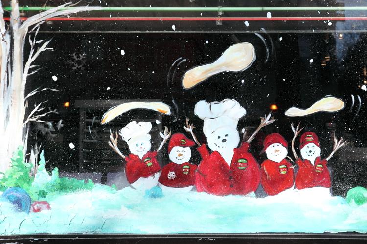 Pizza-tossing snowmen, Famous Famiglia, Broadway, Manhattan
