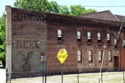 Gund's, the better beer, surviving signage, Cleveland
