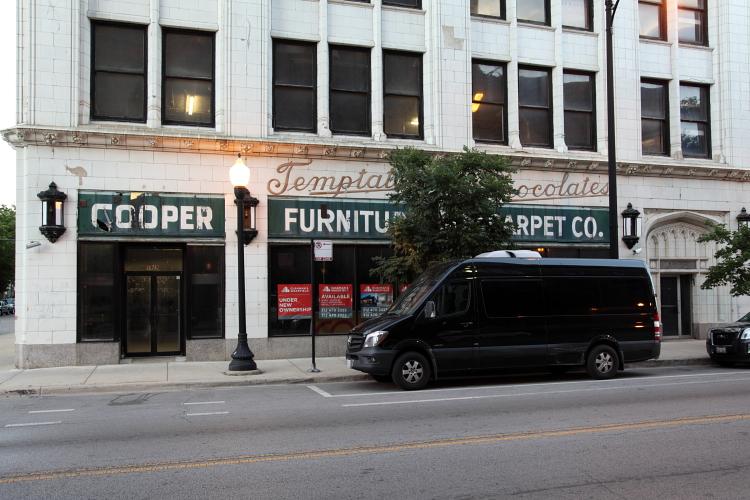 Temptat[ion Ch]ocolates, surviving signage, Chicago