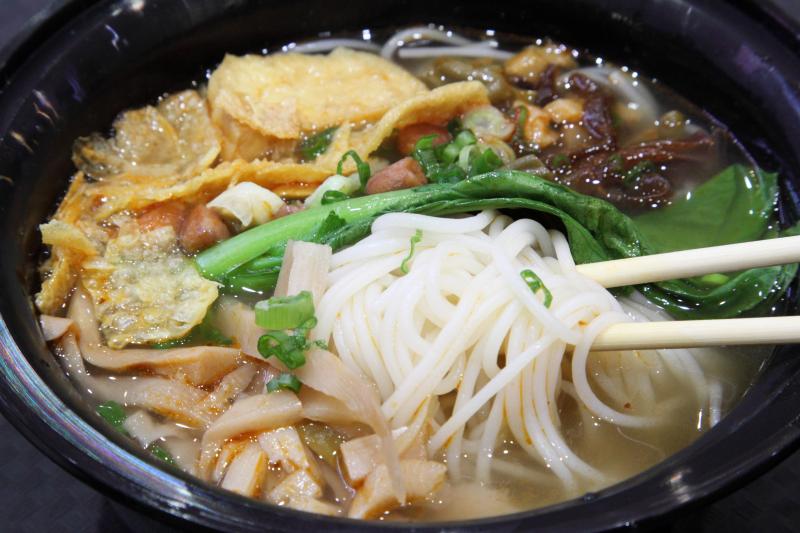 Liuzhou rice noodles  Luo Zhuang Yuan  New York Food Court  Flushing  Queens