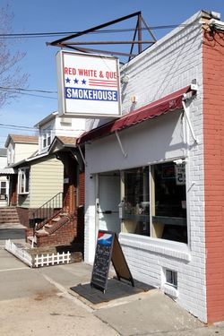 Red White & Que Smokehouse, Kearny, New Jersey