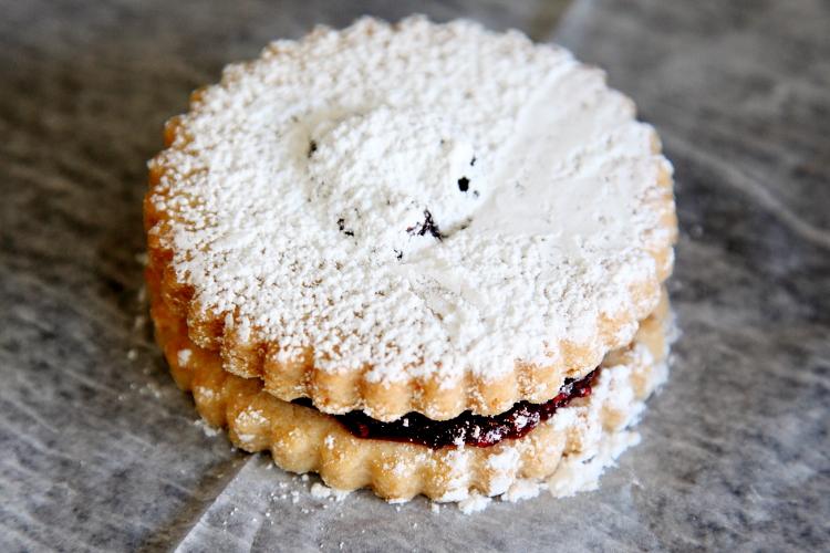 Linzer cookie, Joe's Bakery, Middle Village, Queens