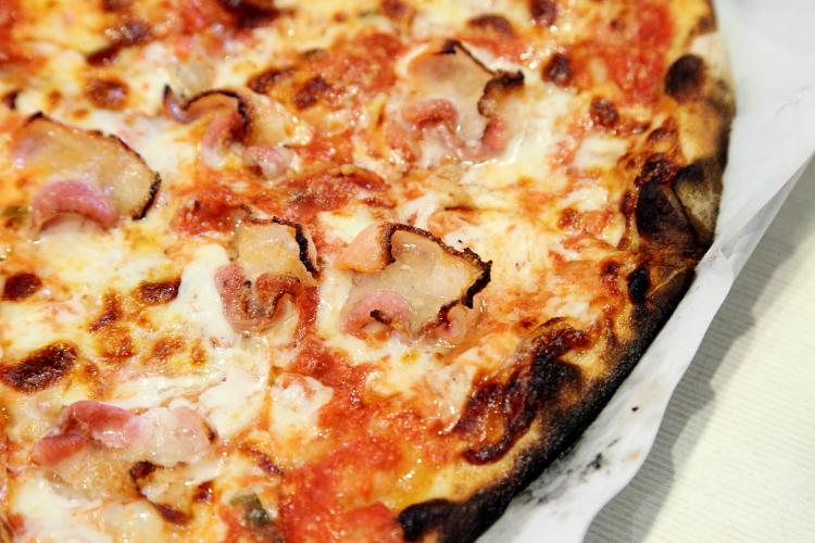 Bacon pie, Frank Pepe Pizzeria Napoletana, New Haven, Connecticut