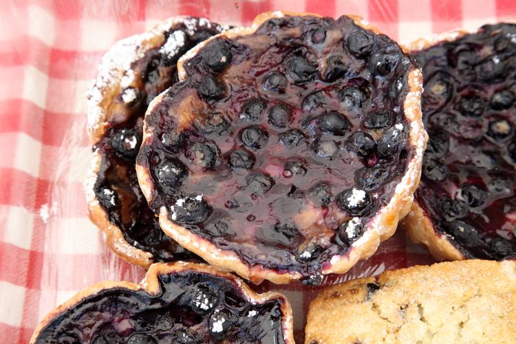 Blueberry zahe, Zoss the Swiss Baker, North Union Farmers Market, Cleveland