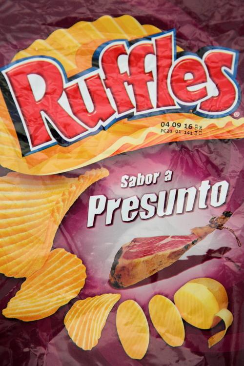 Ruffles sabor a presunto, Portuguese-made potato chips with dry-cured-ham flavor, Caseiro e Bom, Newark, New Jersey