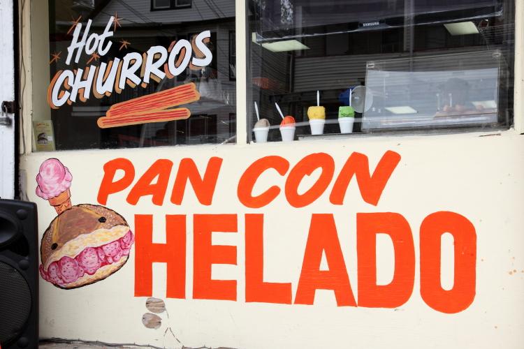 Hot churros  pan con helado  Panaderia San Juan  Passaic  New Jersey