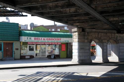 JE Deli & Grocery  Auburndale  Queens
