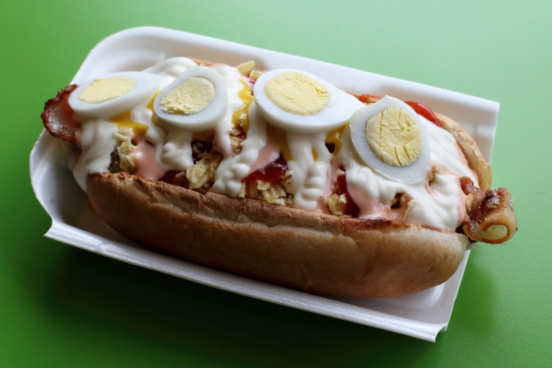 Perro con huevos de codorníz  hot dog with quail eggs  El Perro  Jackson Heights  Queens