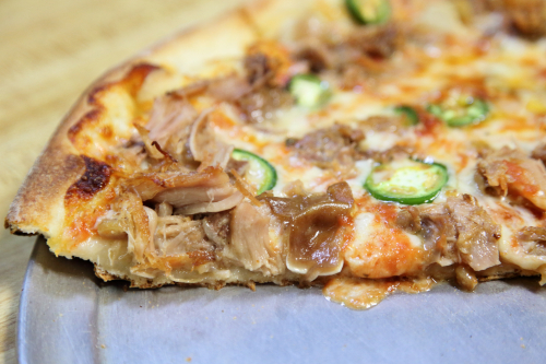 Pizza estilo Oaxaca (carnitas y jalapeño)  Oaxaca Pizzeria Deli & Taqueria  Port Richmond  Staten Island