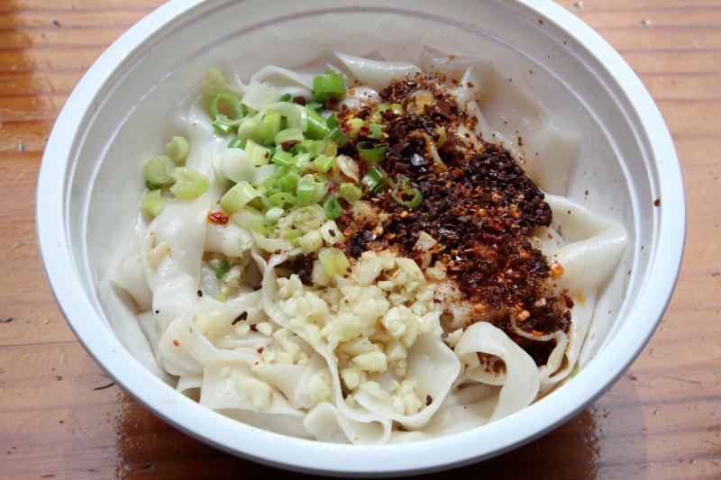 Oil-splashed noodles (unmixed)  Tengri Tagh Uyghur Cuisine  West 37th St  Manhattan