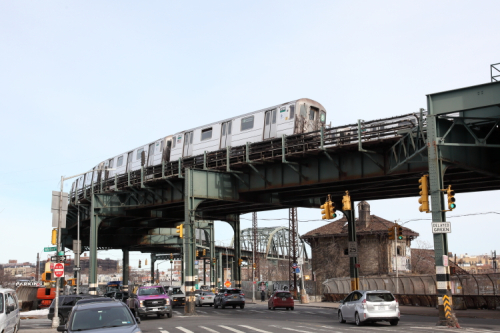 Manhattan-bound 6 train approaching the Whitlock Ave station  Longwood  Bronx